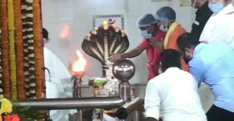 mamata banerjee visiting temples before election